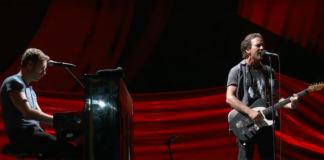 Chris Martin & Eddie Vedder @ Global Citizen Festival 2016 - Screengrab